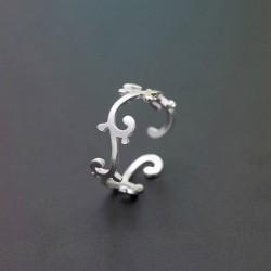 Anillo único de plata con flor de vid única para mujer