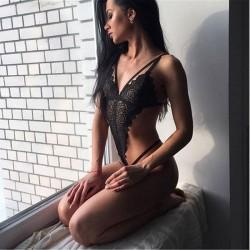 Sexy Pijamas siameses de encaje combinado hueco negro para mujer Lencería íntima