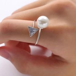 Anneau ouvert triangulaire en cristal de diamant