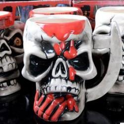 Cráneo pirata personalizado media taza de cerámica hecha a mano