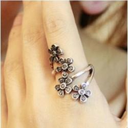 Cuatro flores Envolver anillo