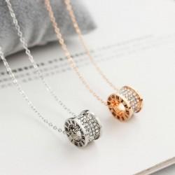 Anillo clásico de oro rosa colgante conjunto de diamantes cadena corta collar de mujer