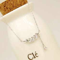 Collar de clavícula dulce pendiente de diamante de hojas y ramas