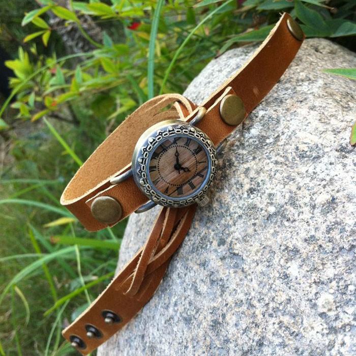 Reloj de pulsera de tejido de remache hecho a mano retro