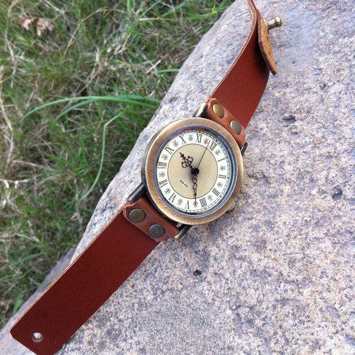 Cinamomo Retro cuero hecho a mano de cuero romano números reloj de los hombres