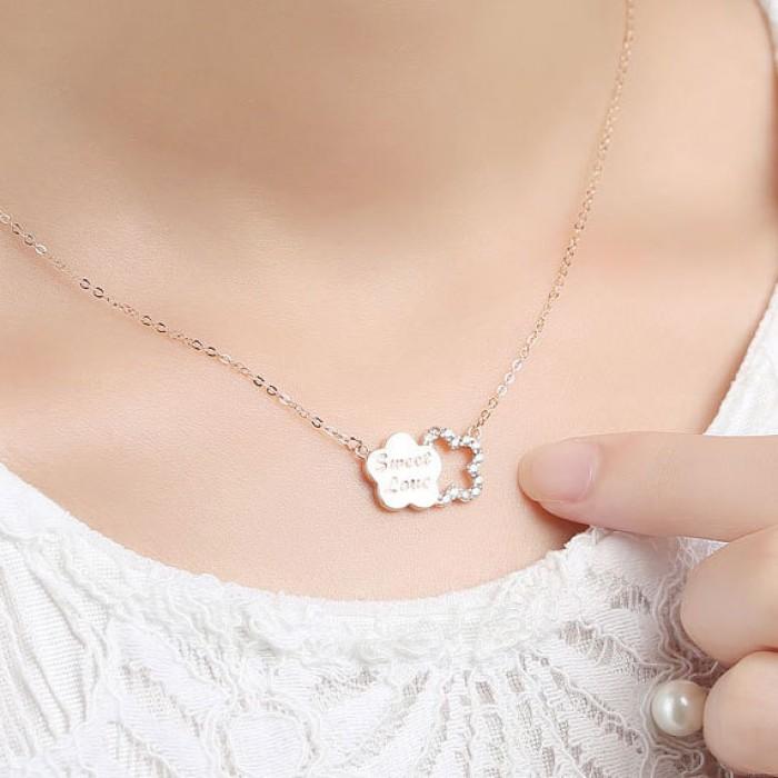Ciruela Carta Diamante Incrustado Plata Colgante Collar