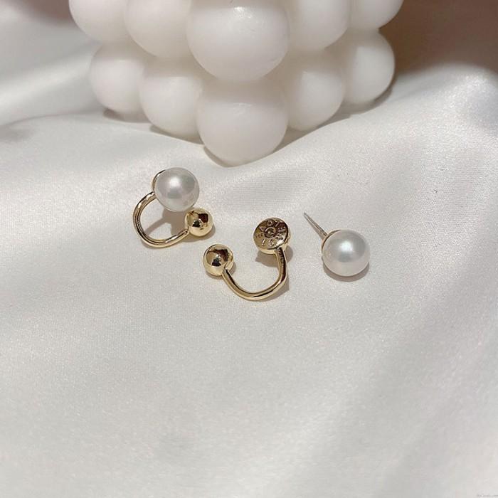 Pendientes de arco de bola de metal de perlas únicos retro para mujer Pendientes de plata de ley chapados en oro de 18 quilates