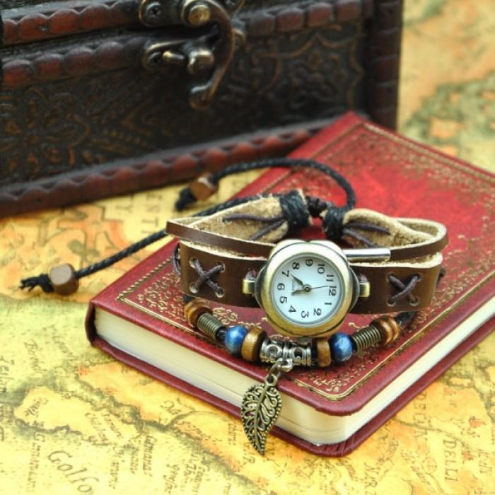 Reloj de cuero hecho a mano con hoja colgante