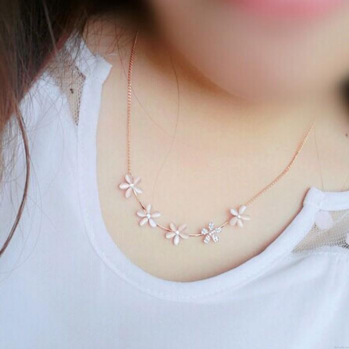 Collar de flores de diamantes de imitación de ópalo dulce
