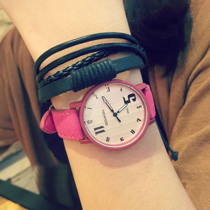 Reloj de pulsera de cuero con dial de personalidad única retro