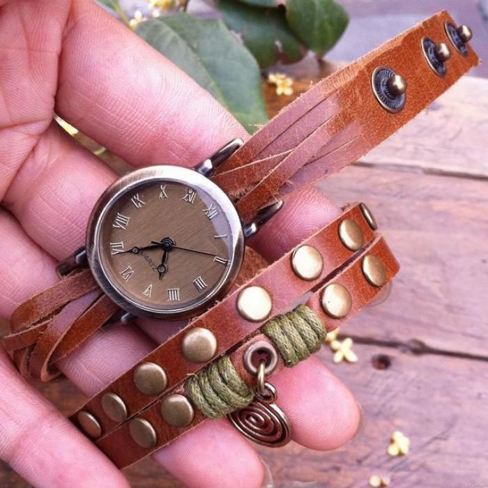 Reloj de pulsera de remache retro