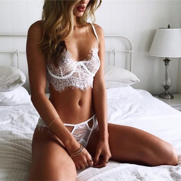 Halter del cordón de las mujeres ahueca hacia fuera la ropa interior atractiva del traje de la ropa interior