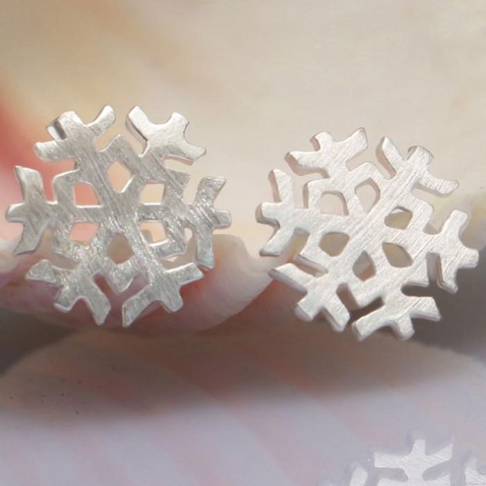 Linda Cepillado Copo de nieve Aretes pernos prisioneros