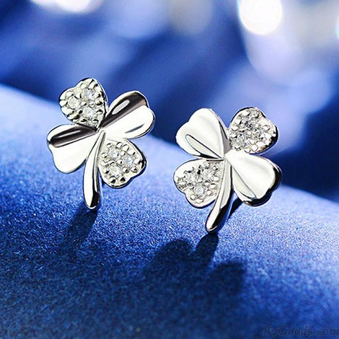 Glänzende Diamant-eingebettete vierblättrige Klee Glücklich Klee Einfach Silber Mini niedliche Ohrstecker