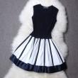 Federnde Strick Schwarz-weiß gestreiften Kleid