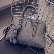 Damen Stepp Umhängetasche Doppelschnalle Handtasche Bär Umhängetasche