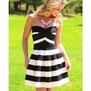 Süßes gestreiftes Muster eingewickelte Kleider