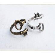 Jahrgang Biege Keys Handgemachtes Ring