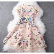 2015 Einzigartige Exquisite Stickereien Palast-Blumen-Party-Kleid