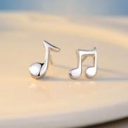 Asymmetrische Sterling Silber Music Note Polier Minimalismus Ohrringe