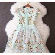 Einzigartige Stickerei Stitching Blumenmuster Kurzhülse Kleid