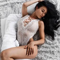 Sexy Frauen Weiß Spitze Mesh Ausgehöhlte Stickerei vorne und hinten Übergang Riemen Overalls Unterwäsche