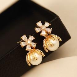 Glänzende Chrysantheme Blumen Perlen Kristall Frauen Ohrringe Ohrstecker