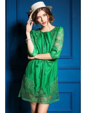 Frühlings-neue hohle Hülse In gesticktes dünnes Kleid