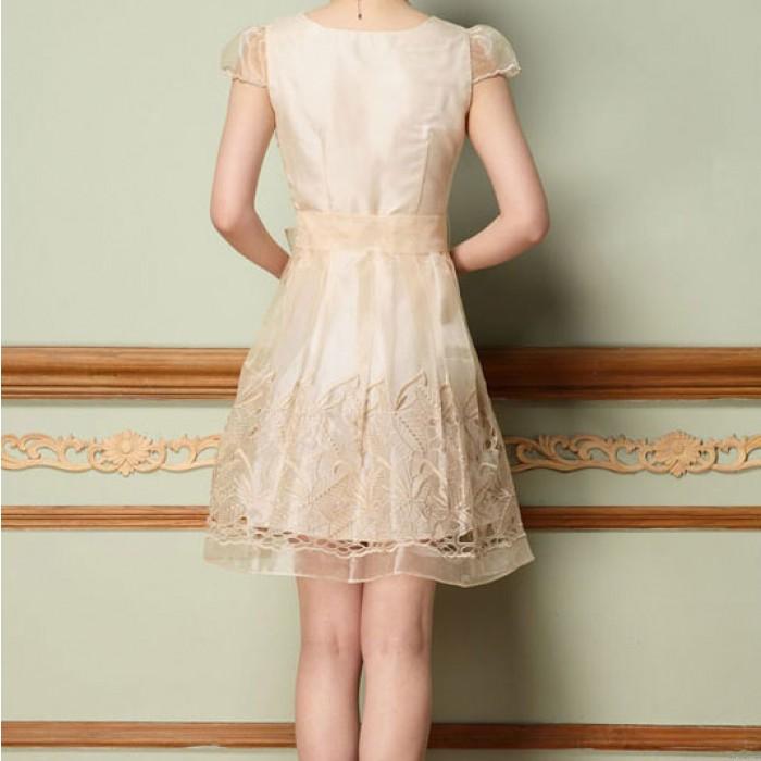 Eleganter Organza aushöhlen Stickerei-Kleid