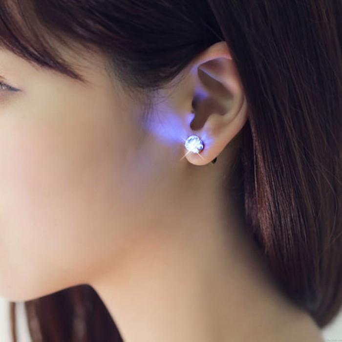 Einzigartig Cool Blinken LED Leichte Ohrringe
