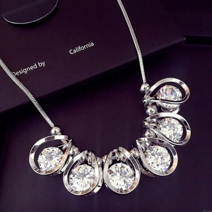 Glänzende Kristall Diamant Geometrische Form Anhänger Luxus Schlüsselbein Pullover Kette Halskette