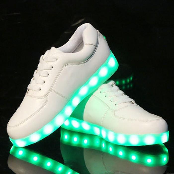 Arbeiten Sie LED-Licht innerhalb der Schuhe um, die leuchtendes USB laden bunte zufällige Turnschuhe kaufen