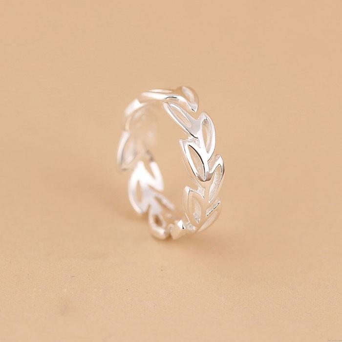 Silber Olive Pflanze Blumen-Öffnung