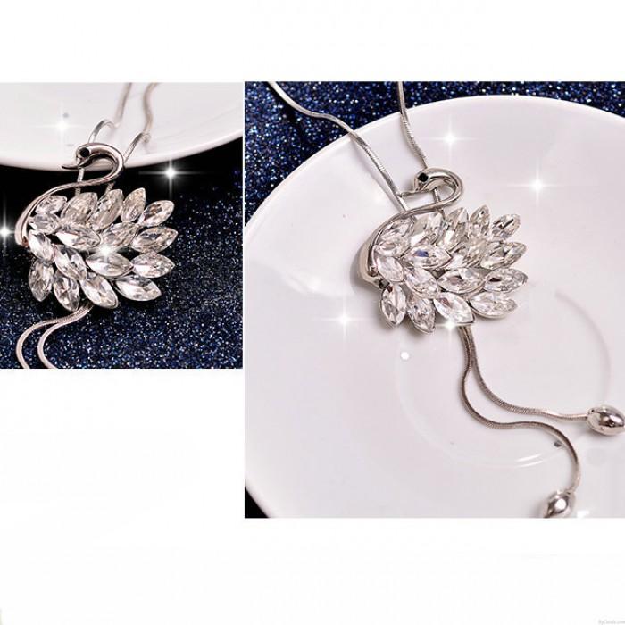 Mode-Diamant-eingefasste Tier Anhänger Halskette Schwan geformt Kristall Feder Sweatshirt Kette Halskette
