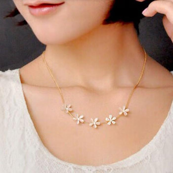 Süße Opal Strass Blume Halskette