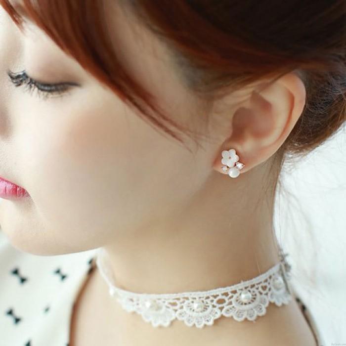 Süße Diamant-eingefasste Blume Perle Silber Damenmode Ozean Stil Ohrstecker