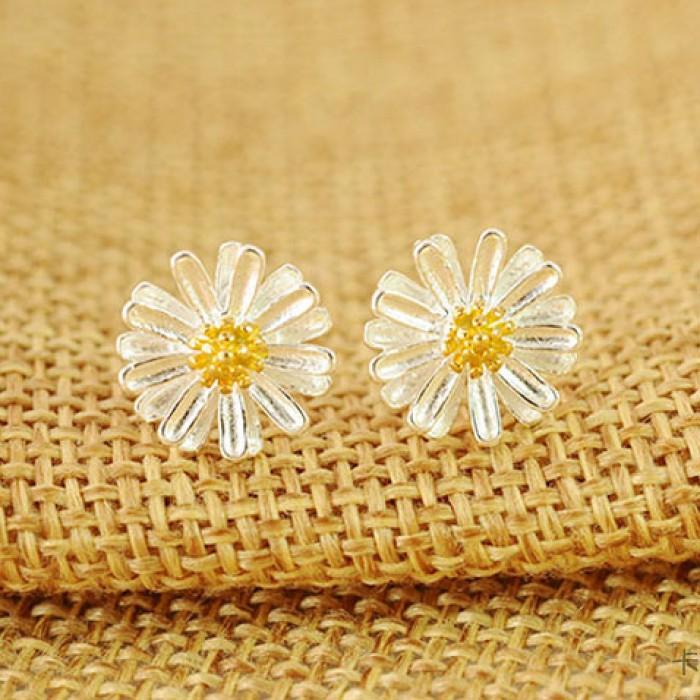 Süße Gänseblümchen-Blumen-gelbe Staubgefäße Sterling Silber Ohrstecker Frische
