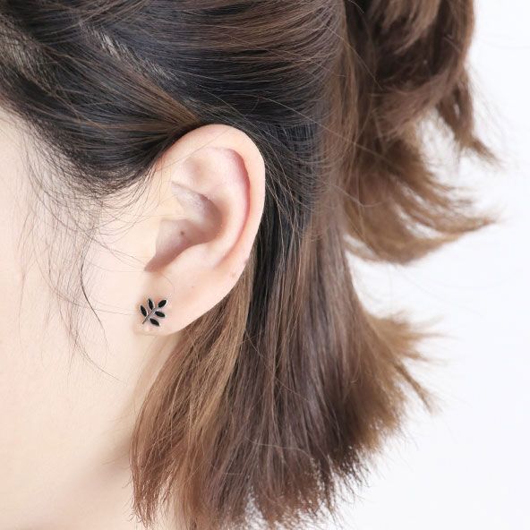 Cute Spring Simple Black Leaf Earring Sweet Leaves Retro Mini Silver Girl's Earring Studs