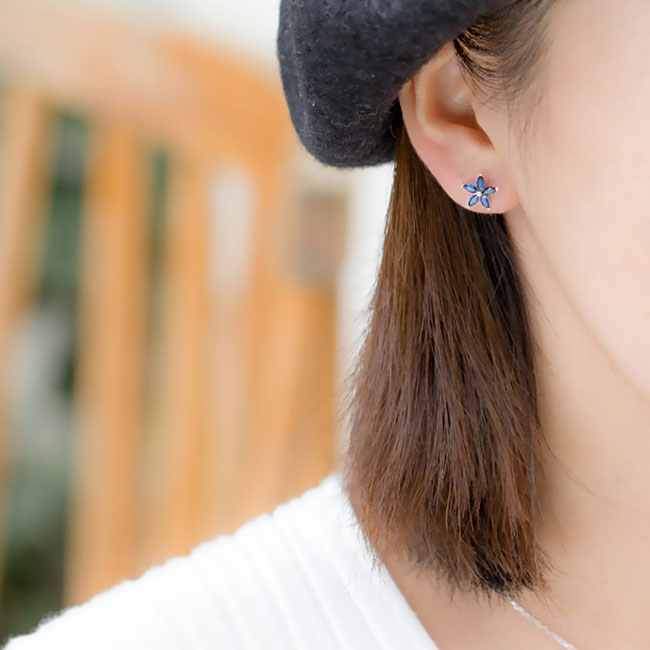 Fashion 925 Silver Lady's Asymmetric Square Small Flowers Blue Zircon Allergy Silver Earrings Studs