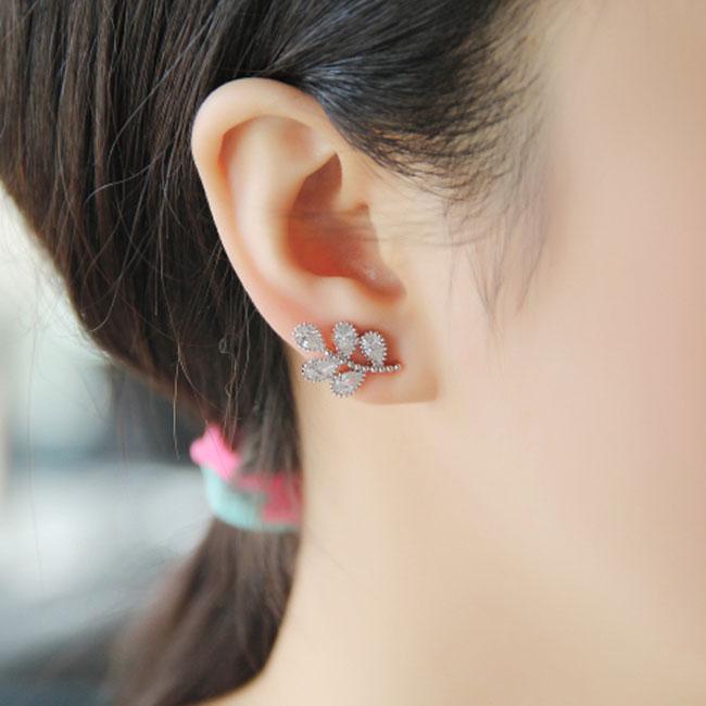 Shining Stars Leaves Diamond Rhinestone Women Fashion Earrings Studs