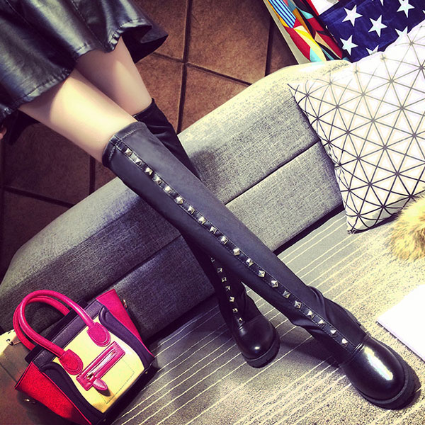 Cool Springy Black Rivet High Leather Boots